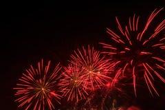 Фейерверки освещают вверх дым острословия неба цветасто Стоковое Изображение