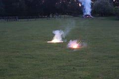Фейерверки освещения на овце Зеландии обрабатывают землю в вечере Стоковое фото RF