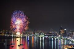 Фейерверки 2014 Паттайя международные Стоковое Изображение
