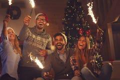 Фейерверки полночи ` s Eve Нового Года стоковое изображение