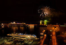 Фейерверки под большим кораблем, портом Барселоны Стоковое фото RF
