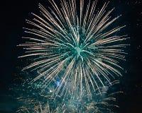 Фейерверки пука взрывая загораться стоковая фотография rf
