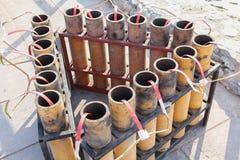 Фейерверки фейерверков после взрывать стоковые фотографии rf