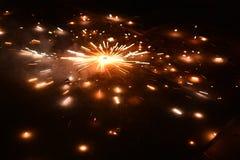 Фейерверки фестиваля Diwali и шутихи, Индия стоковая фотография rf