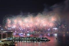 Фейерверк Гонконга красочный на гавани Виктории стоковое изображение rf