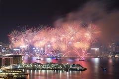 Фейерверк Гонконга красочный на гавани Виктории стоковая фотография rf