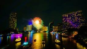 Фейерверк на реке, Бангкоке Стоковые Изображения