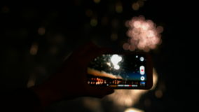 Фейерверк, публика, smartphones & таблетки сток-видео
