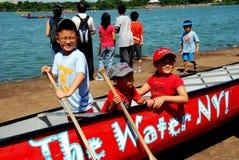 Ферзи, NY: Китайские дети на фестивале шлюпки дракона Стоковое Изображение RF