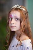 Ферзь девушки на партии стоковая фотография rf