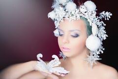 Ферзь зимы с белым волшебным стилем причёсок Стоковое Изображение