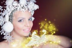 Ферзь зимы с белым волшебным стилем причёсок Стоковые Изображения RF