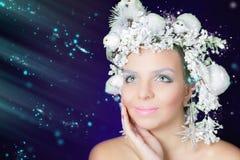 Ферзь зимы с составом белого волшебного стиля причёсок и красоты Стоковые Фото