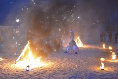 ферзь снега девушки cosplay, республика Karelia, парка горы Ruskealla, 07/01/2019 стоковое фото