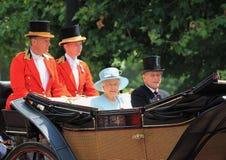 Ферзь Элизабет & королевская семья, Букингемский дворец, Лондон июнь 2017 - собирающся толпой принц Филипп цвета и ферзь Элизабет Стоковое фото RF