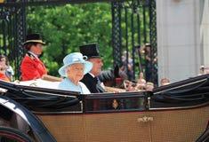 Ферзь Элизабет & королевская семья, Букингемский дворец, Лондон июнь 2017 - собирающся толпой принц Филипп цвета и ферзь Элизабет Стоковые Фото
