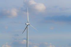 Ферма ветротурбины на горном склоне Стоковая Фотография RF