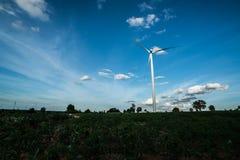 Ферма ветротурбины на горном склоне Стоковые Фото