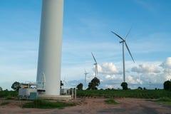 Ферма ветротурбины на горном склоне Стоковое Фото