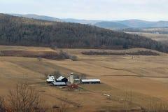 Ферма в долине Стоковые Фотографии RF