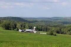 Ферма в холмах Стоковые Фотографии RF