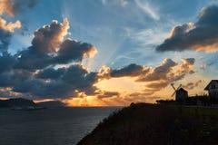 Ферма на заходе солнца, Испания ветротурбины Стоковая Фотография