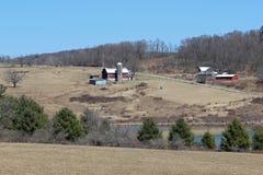 Ферма на холме Стоковые Фотографии RF