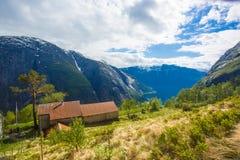 Ферма Kjeasen с взглядом на Eidfjord Стоковое Изображение