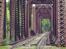 ферменная конструкция поезда моста старая Стоковые Фото