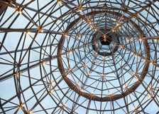 ферменная конструкция потолка освещенная стеклом Стоковая Фотография