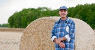 Фермер празднуя успех видеоматериал