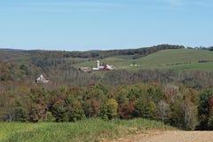 Фермы в холмах Стоковая Фотография