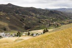 Фермы и урожаи около Zumbahua Стоковая Фотография RF