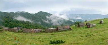 Фермы панорамы в Карпатах Стоковая Фотография RF