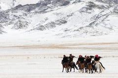 Фестиваль беркута в зиме снежной Монголии Стоковые Изображения