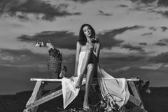 Фестиваль вина рекламы Красивая девушка с вином Стоковые Фотографии RF