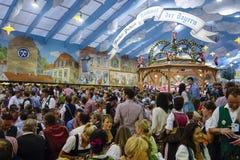 Фестиваль пива Oktoberfest в Мюнхене, Германии Стоковая Фотография