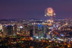 Фестиваль фейерверков Сеула в городе ночи, Южной Корее Стоковые Изображения