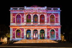 Фестиваль Шартр света фасада здания стоковые изображения