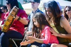 Фестиваль 100 барабанчиков на день работников Стоковое Изображение