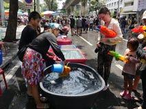 Фестиваль воды Songkran на дороге Silom Стоковая Фотография RF