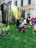 Фестиваль выходных солнца людей beby детей Park City Стоковая Фотография