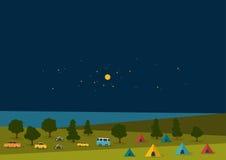 Фестиваль ночи лета, плакат музыки партии, предпосылка с флагами цвета и ретро автомобилями, фургоны, шины и шатер field Стоковые Фотографии RF