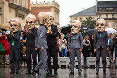 Фестиваль ночи театра Кракова - KTO Teatre Peregrinus, написанное j Zon в главным образом рыночной площади Стоковое Фото