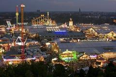 Фестиваль пива Oktoberfest в Мюнхене, Германии Стоковые Изображения