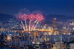 Фестиваль фейерверков и город Сеула, Южная Корея Стоковые Изображения RF