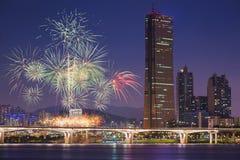 Фестиваль фейерверков и город Сеула, Южная Корея Стоковые Фото