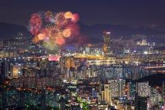 Фестиваль фейерверков и город Сеула стоковое изображение rf