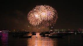 Фестиваль фейерверков Паттайя международный на Chonburi сток-видео