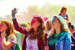 Фестиваль цветов Holi в Туле, России Стоковая Фотография RF